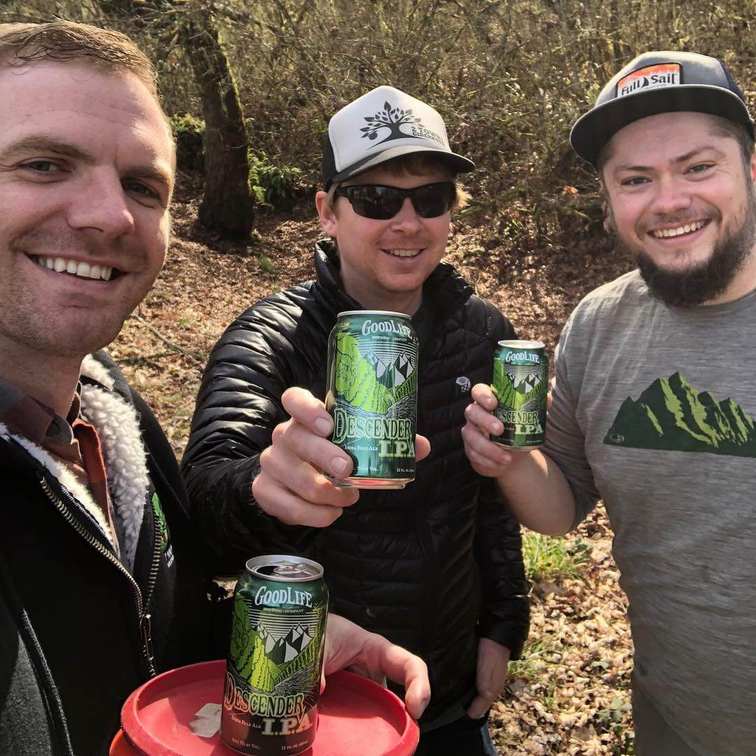 Our friends @2townscider know good cider, and good beer! It's always nice getting a photo of people out enjoying life!  Plus, look at those handsome faces of @lee.larsen.7 and @scottbugni. Enjoy the sun, everyone! 📸: @2townscider