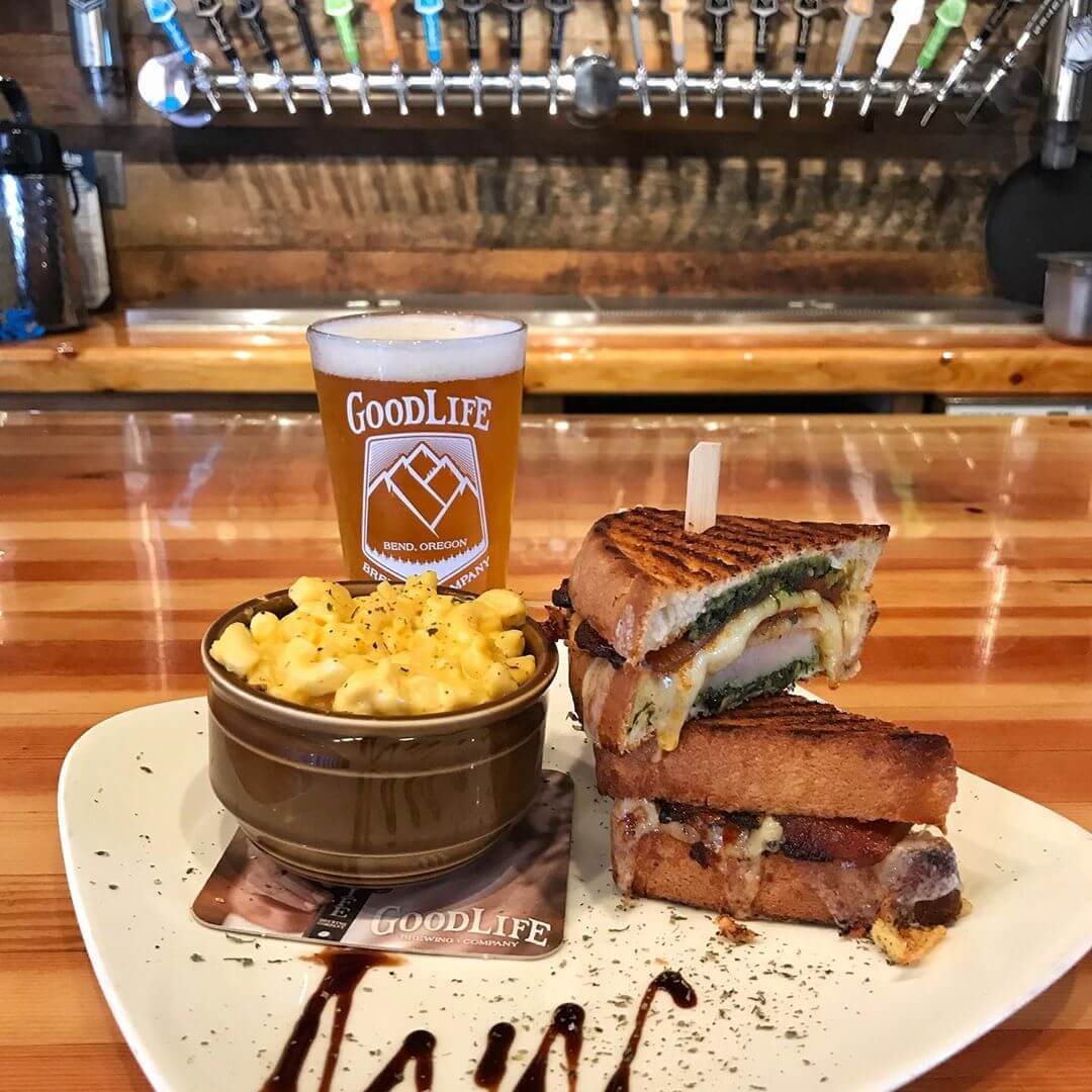 It's Locals Day and we have a delicious food special for you today! It's a Turkey Pesto with candied pork belly griller with roasted Heirloom tomatoes and extra sharp aged white cheddar cheese and balsamic reduction! Pair that with a $3 pint of Descender IPA and that's the recipe for a successful Thursday! #goodlifebrewing #whatsyourgoodlife