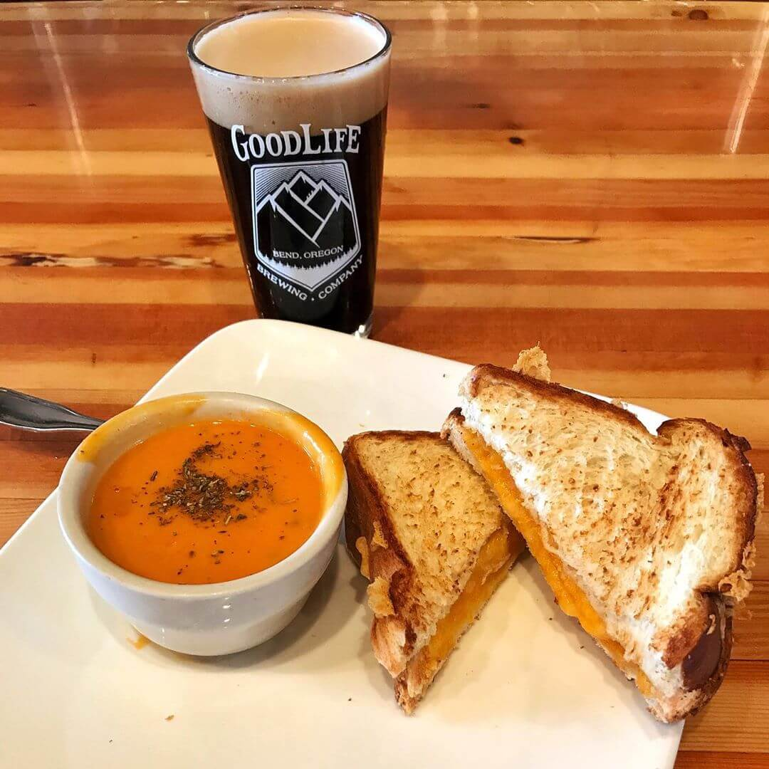 These first few cooler days have us craving comfort foods and what could be better than warming up with a grilled cheese & tomato soup! Pair that with a delicious Nitro Pass Stout and that'll help ease you into Fall! #goodlifebrewing