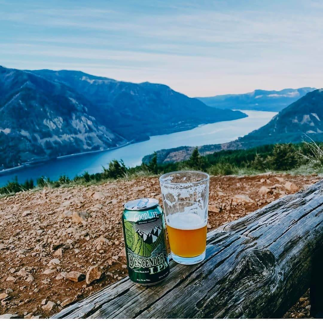 Great Day for a hike and a Descender! Where is your favorite place to take in a view with a great beer?  Great pic 📷: @hikesandbrewspnw