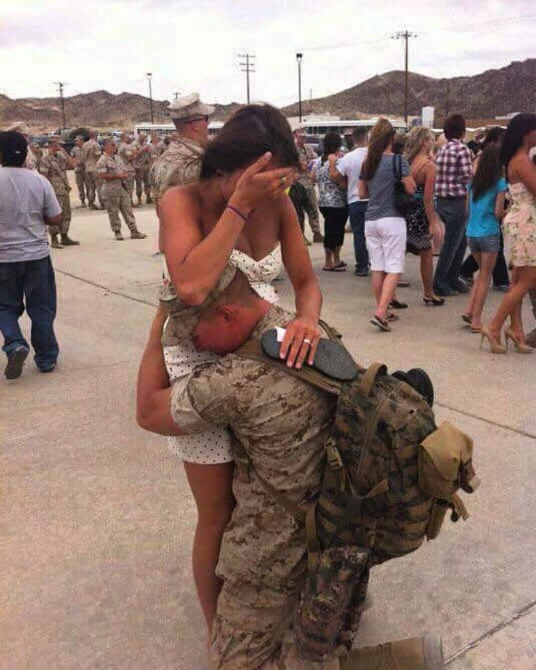 Happy Veterans Day to all the heroes who are currently serving or have served our amazing country in the past! This is a photo of a member of the GoodLife family's sister greeting her husband coming home. It also happened to be the first time her husband met his soon to be daughter! Thank you to every single soldier! 🙏🏼🍻